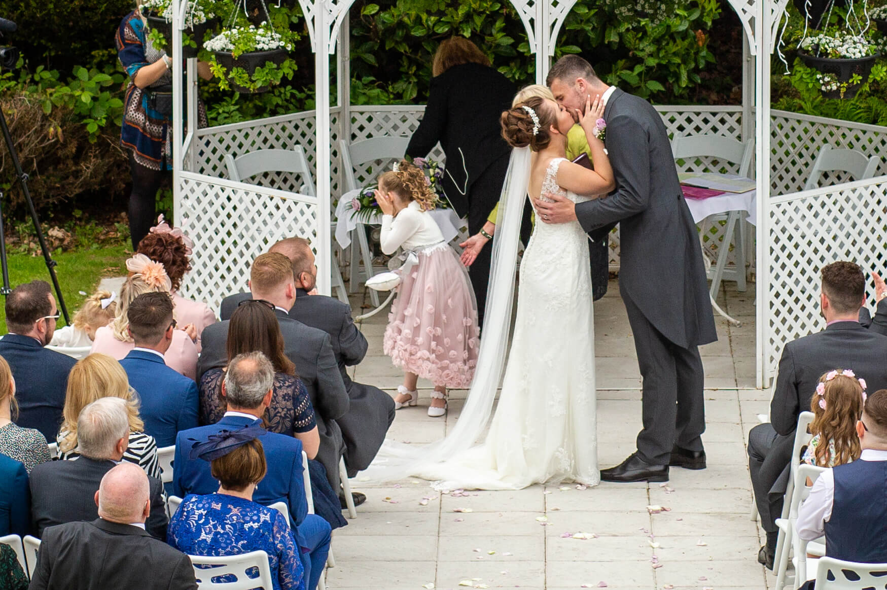 A cold reacts as her parents kiss following their wedding