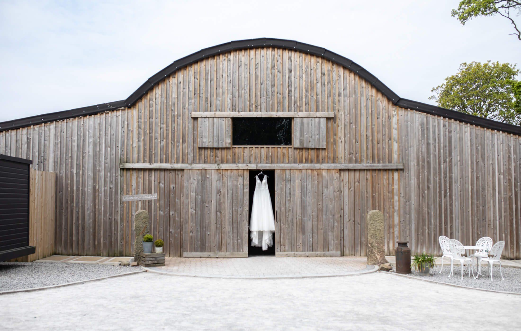 Alcumlow Wedding Barn – Bridal Shoot