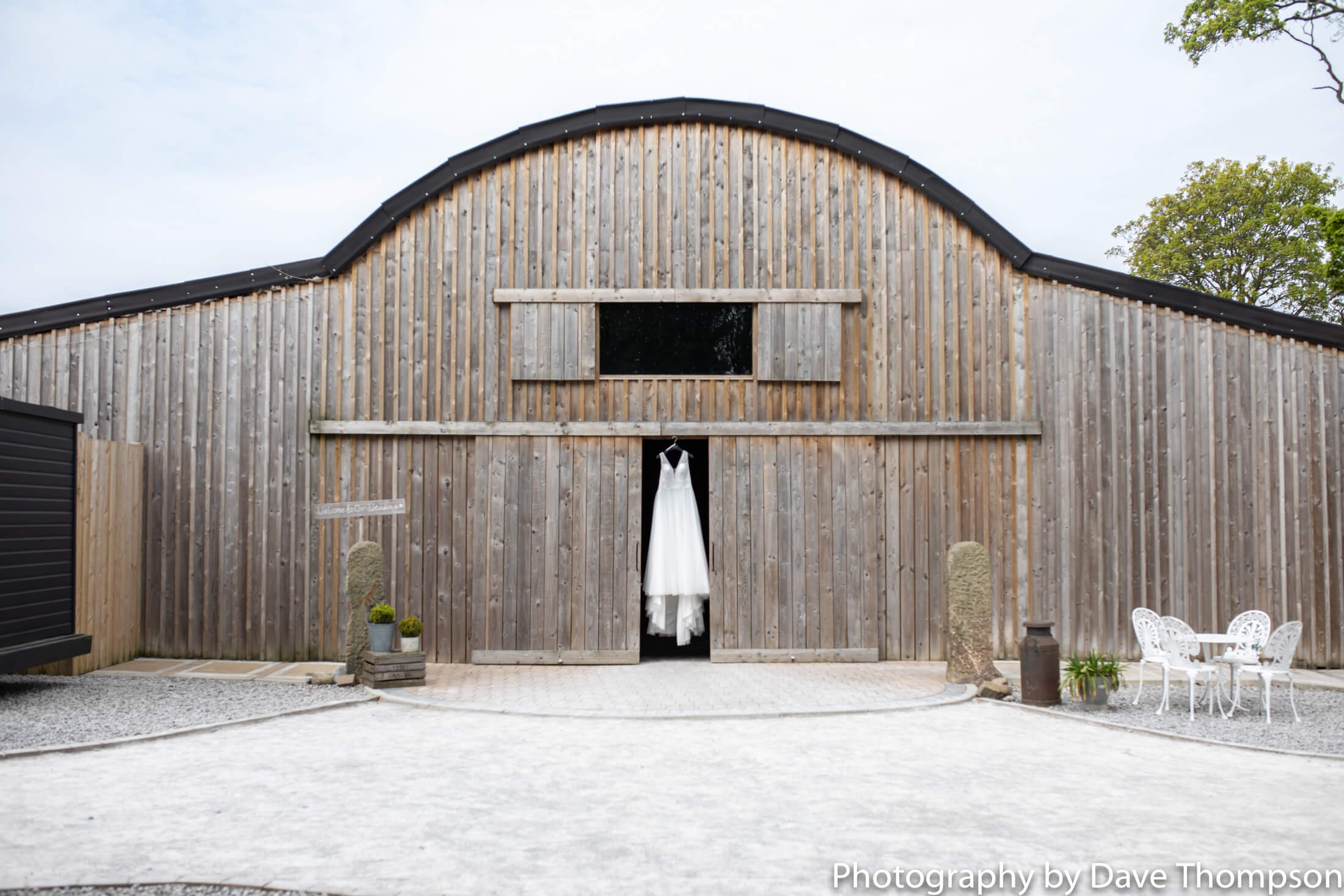 Alcumlow Wedding Barn – Bridal Shoot