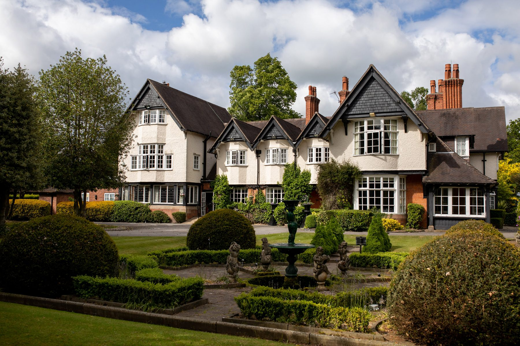 Knutsford Wedding Venues - A view of the Mere Court hotel