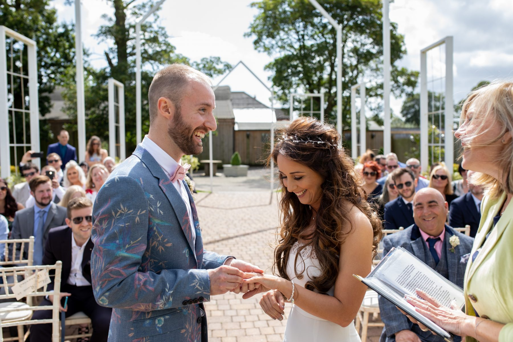 How to achieve beautiful outdoor wedding photos